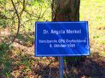 Dr. Angela Merkel Vorsitzende CDU Deutschland, Besuch Baum pflanzen, Schilder Besucher Schloss Stetten