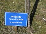 Wolfskinder Verein Edelweiß, Besuch Baum pflanzen, Schilder Besucher Schloss Stetten