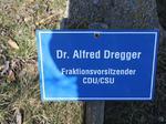 Dr. Alfred Dregger Fraktionsvorsitzender CDU CSU, Besuch Baum pflanzen, Schilder Besucher Schloss Stetten