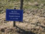 90 Jahre Staatsgründung Republik Estland, Besuch Baum pflanzen, Schilder Besucher Schloss Stetten