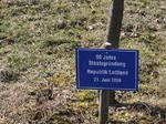 90 Jahre Staatsgründung Republik Lettland, Besuch Baum pflanzen, Schilder Besucher Schloss Stetten