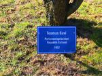 Toomas Savi Parlamentspräsident Republik Estland, Besuch Baum pflanzen, Schilder Besucher Schloss Stetten